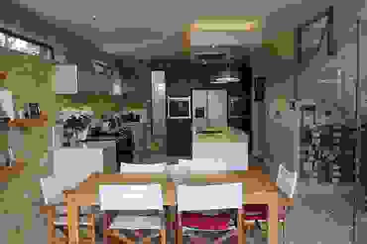 MR & MRS DELANEY'S KITCHEN Modern kitchen by Diane Berry Kitchens Modern