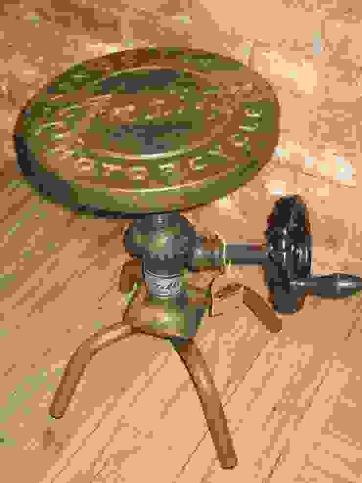 TABURETE BOOM:  de estilo industrial de muebles radio vintage, Industrial