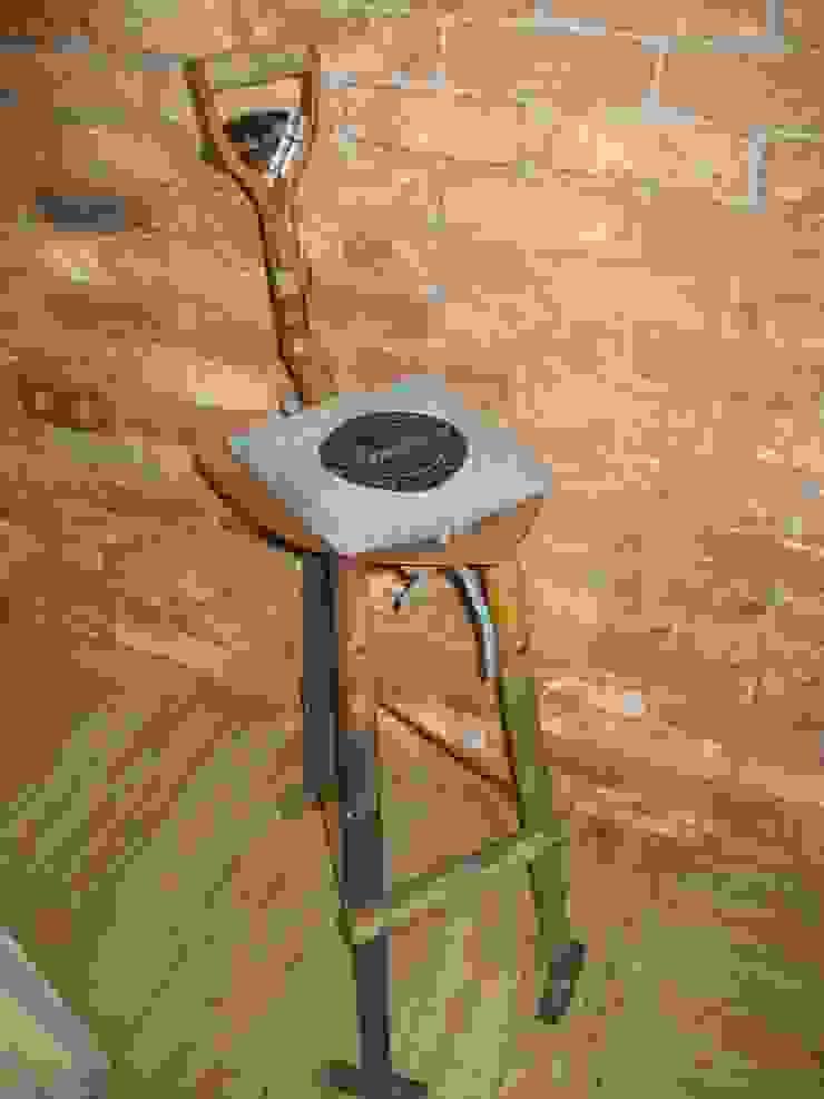 TABURETE PALA:  de estilo industrial de muebles radio vintage, Industrial