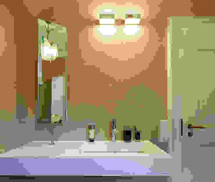 Modern bathroom by Einwandfrei - innovative Malerarbeiten oHG Modern