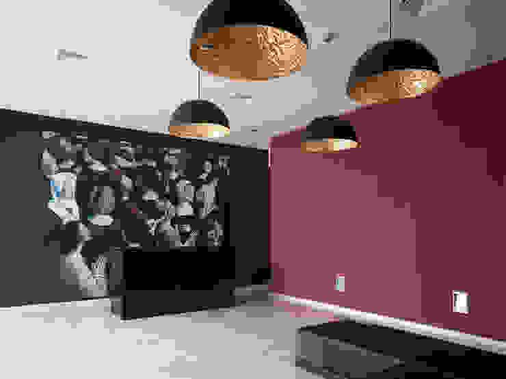 TANATORIO II Salones de estilo moderno de SMB ARQUITECTURA Moderno