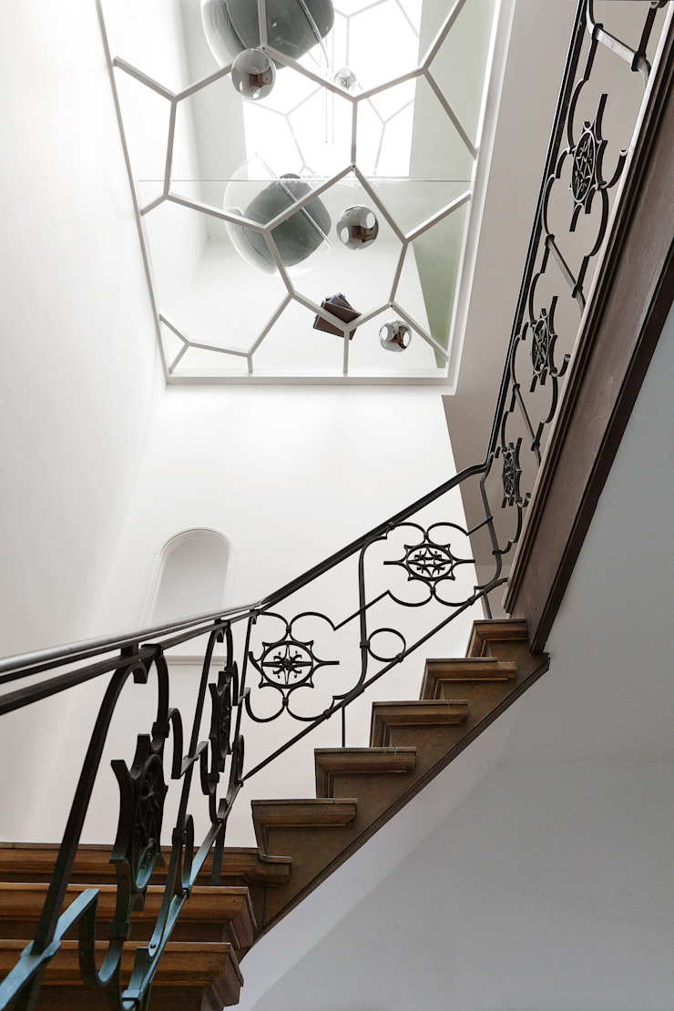 The staircase and glass ceiling von dgj