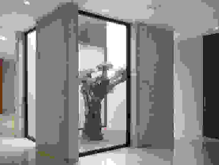 TANATORIO II Jardines de estilo moderno de SMB ARQUITECTURA Moderno