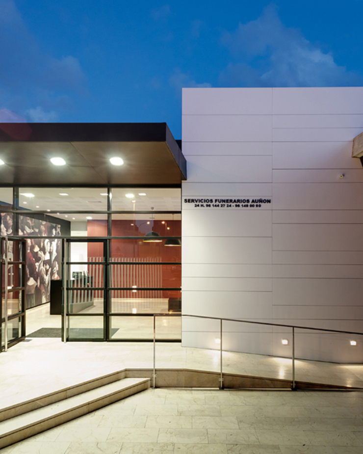 TANATORIO II Casas de estilo moderno de SMB ARQUITECTURA Moderno