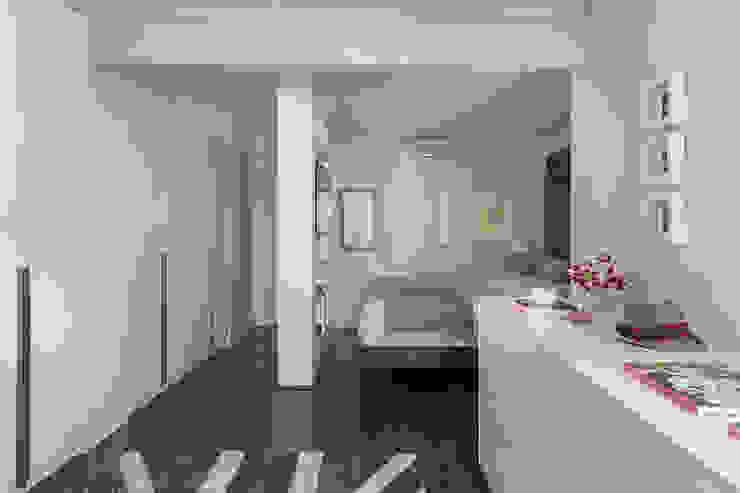Modern style bedroom by Lore Arquitetura Modern