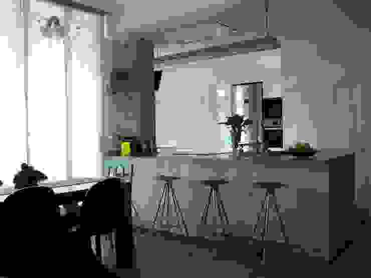 Nowoczesna kuchnia od GPA Gestión de Proyectos Arquitectónicos ]gpa[® Nowoczesny