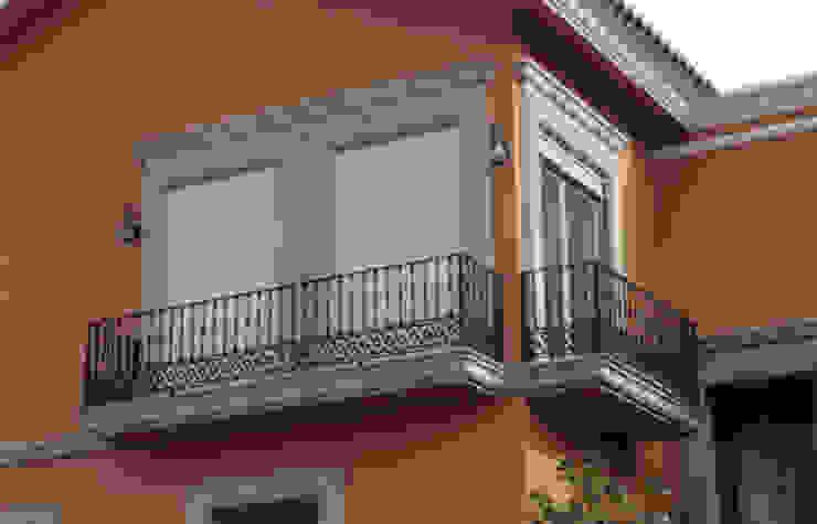 Cortinas enroollables Casas modernas de ALUROLLER, S.A. DE C.V. Moderno