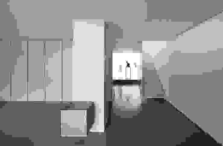 Casa Ricardo Pinto Moderner Flur, Diele & Treppenhaus von CORREIA/RAGAZZI ARQUITECTOS Modern