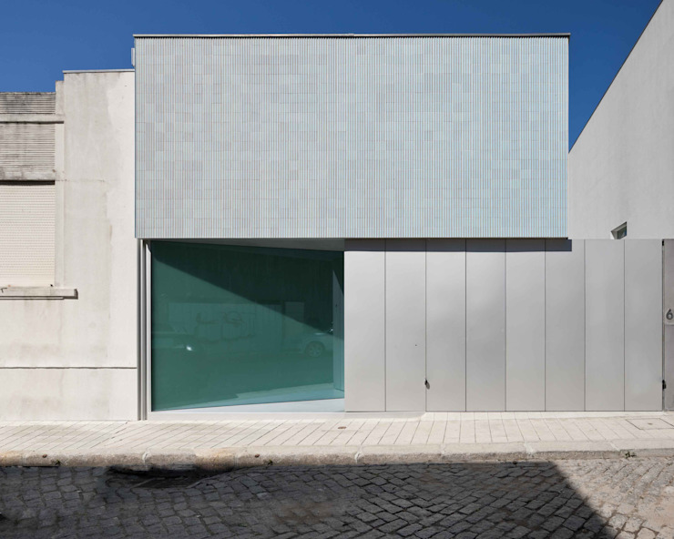Casa Ricardo Pinto: Casas  por CORREIA/RAGAZZI ARQUITECTOS,Moderno