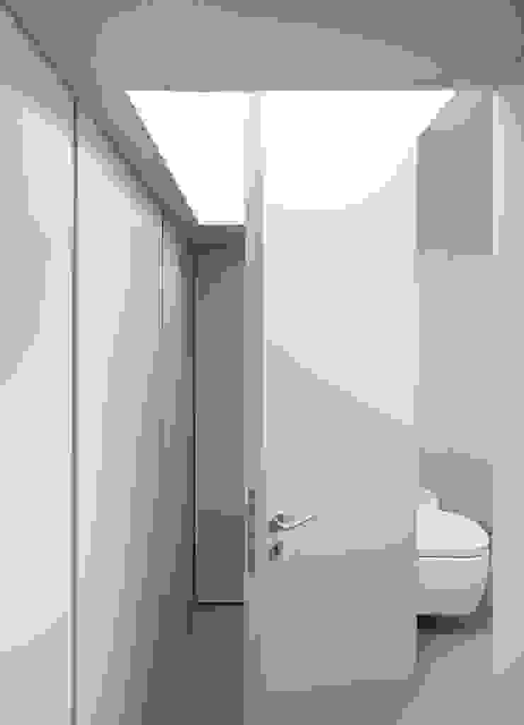 Casa Ricardo Pinto Janelas e portas modernas por CORREIA/RAGAZZI ARQUITECTOS Moderno