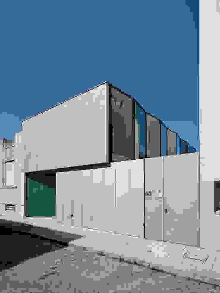 Casa Ricardo Pinto Casas modernas por CORREIA/RAGAZZI ARQUITECTOS Moderno