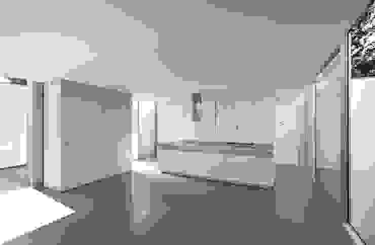 Casa Ricardo Pinto CORREIA/RAGAZZI ARQUITECTOS Moderne Küchen