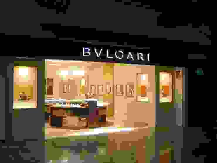 Comercio Bvlgari aeropuerto Adolfo Suarez-Barajas (Madrid) Espacios comerciales de estilo clásico de URBAQ arquitectos Clásico