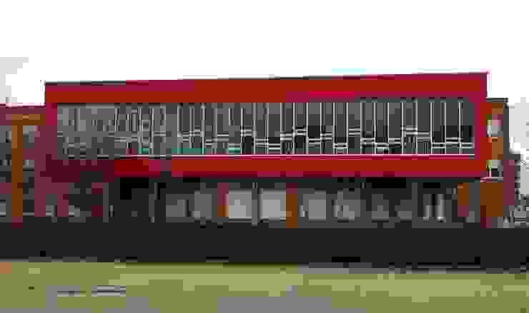 Ampliación de biblioteca Campus universitario León Escuelas de estilo moderno de URBAQ arquitectos Moderno