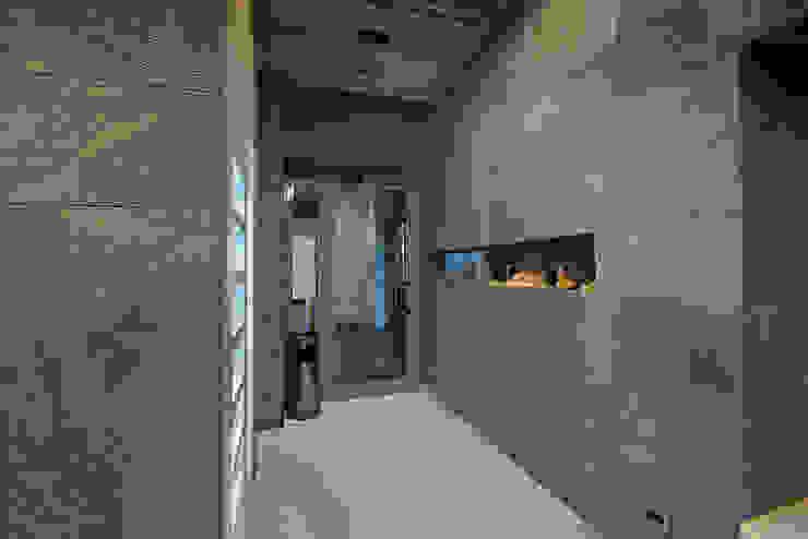 Pareti e pavimenti in pietra lavica di Ranieri Pietra Lavica Moderno