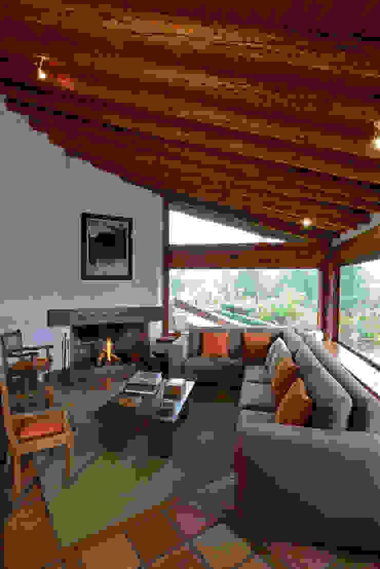 Casa La Teja Balcones y terrazas rústicos de LOGUER Design Rústico