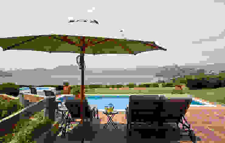 Casa del Lago Balcones y terrazas rústicos de LOGUER Design Rústico