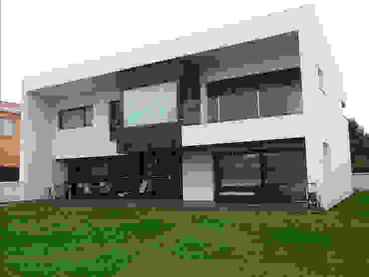 Vivienda unifamiliar en León Casas de estilo moderno de URBAQ arquitectos Moderno