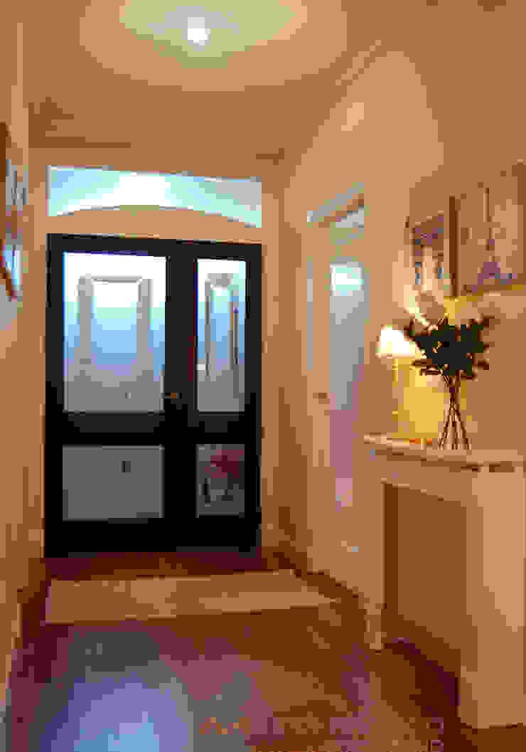 Hall y diseño de boiserie para salón de MARTINPEÑASCO interiorismo Clásico