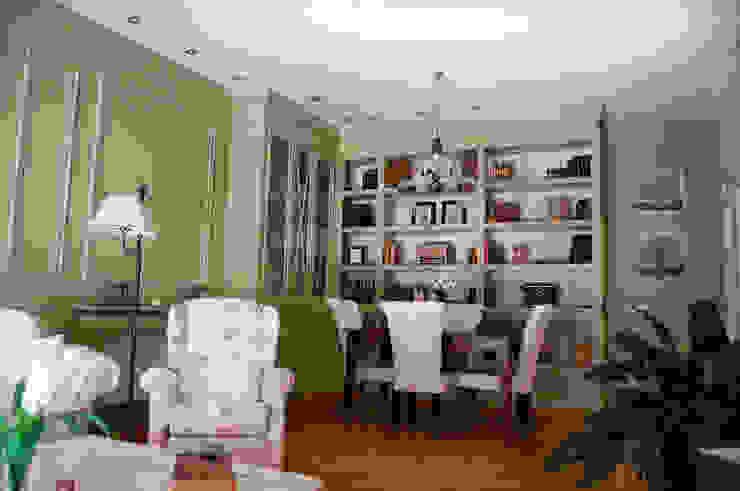 Diseño de Librería y boiserie envejecido de MARTINPEÑASCO interiorismo Clásico