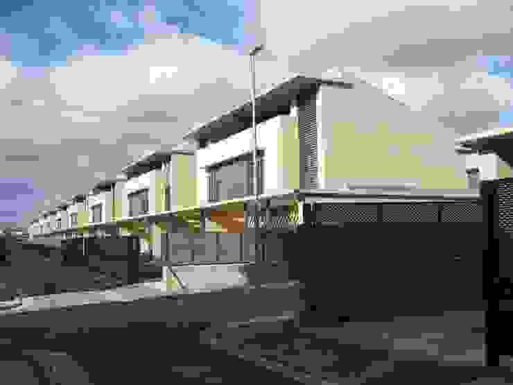 Vista general Casas de estilo moderno de ARQUIGESTIÓN ARAGÓN S.L.P. Moderno