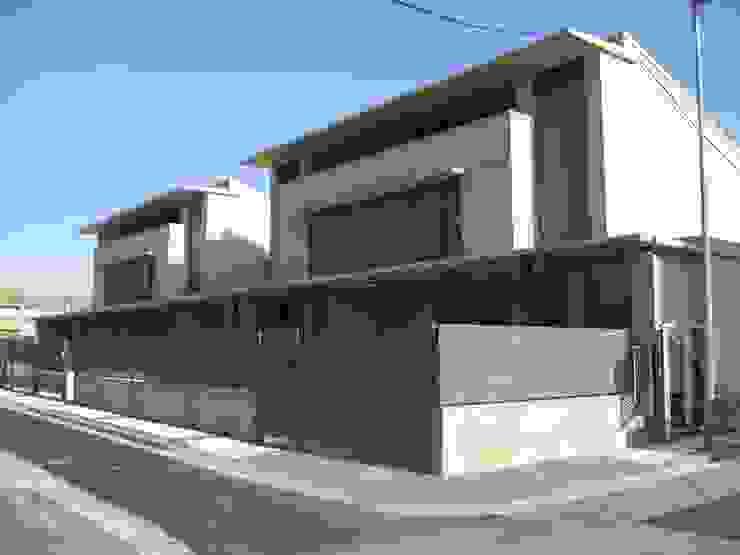 Fachada principal y accesos Casas de estilo moderno de ARQUIGESTIÓN ARAGÓN S.L.P. Moderno