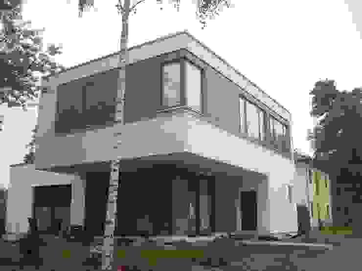 ein Zeichen… : modern  von DHBI Designhaus Berlin GmbH & Co.KG,Modern