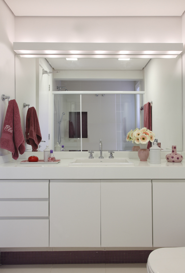 Classic style bathroom by Lore Arquitetura Classic