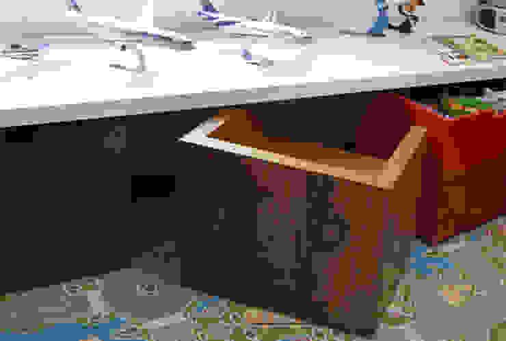 Lore Arquitetura KinderzimmerSchreibtische und Stühle