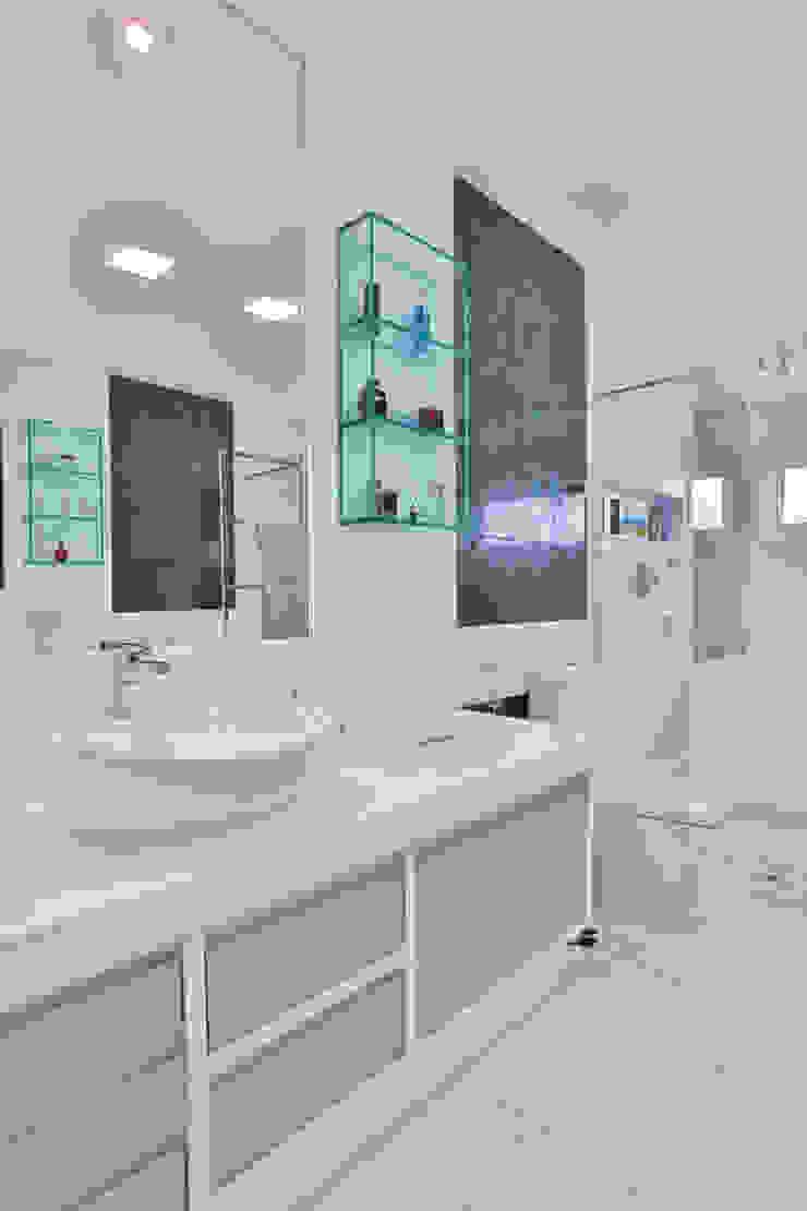 Salle de bain moderne par Rita Albuquerque Arquitetura e Interiores Moderne