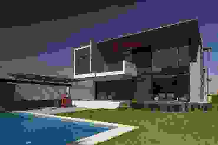 JT/Fachada posterior Casas modernas de URBN Moderno