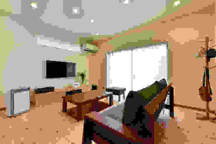 Moderne Wohnzimmer von スクエア建築スタジオ Modern