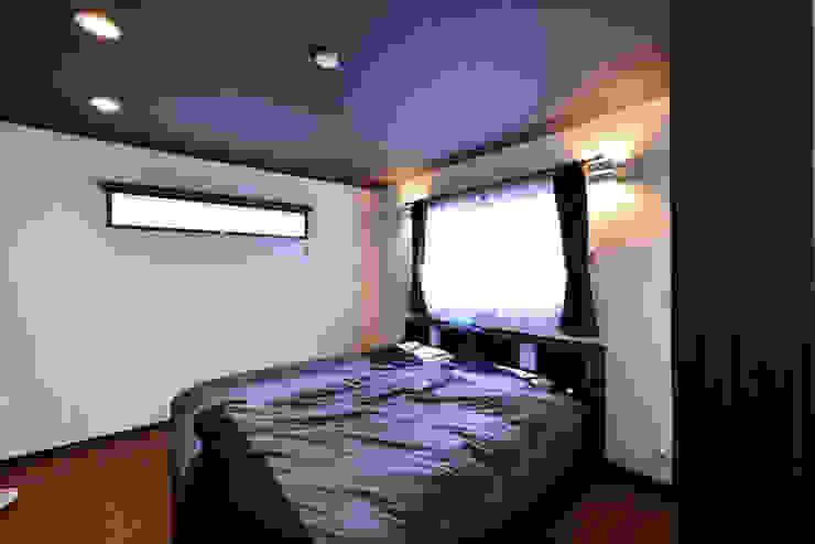 スクエア建築スタジオ Спальня в стиле модерн