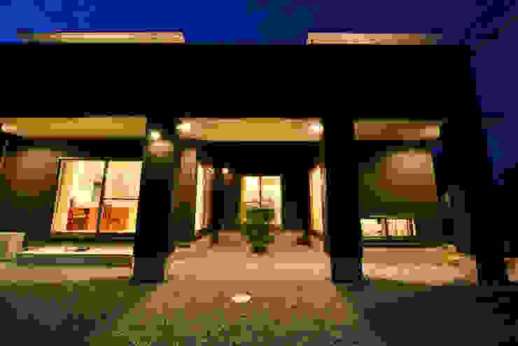 Moderne Häuser von スクエア建築スタジオ Modern