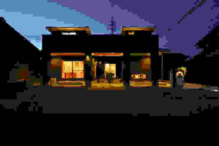 スクエア建築スタジオ Дома в стиле модерн
