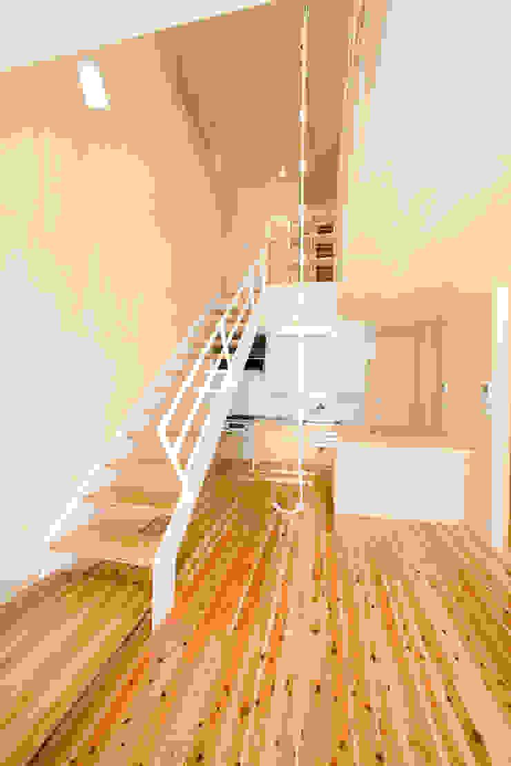 居間 オリジナルスタイルの 玄関&廊下&階段 の 松下建築設計 一級建築士事務所/Matsushita Architects オリジナル