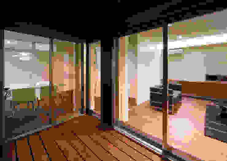 トンガリ壁の家 オリジナルデザインの テラス の C lab.タカセモトヒデ建築設計 オリジナル