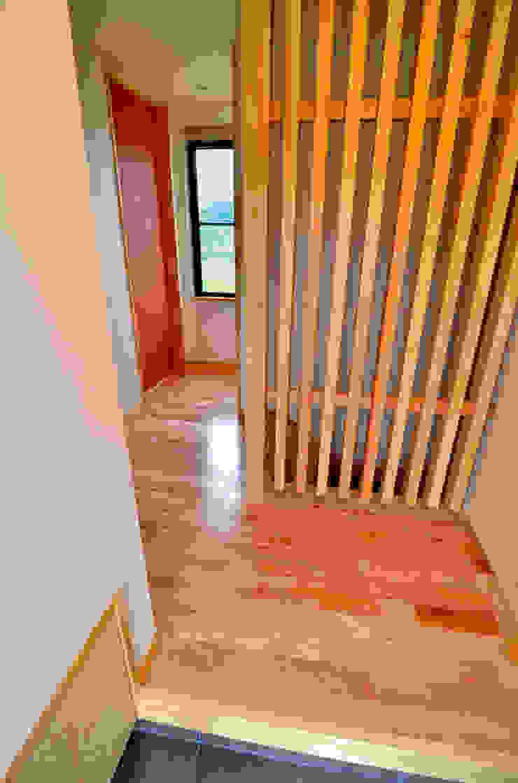 世羅の家 モダンスタイルの 玄関&廊下&階段 の 宮崎環境建築設計 モダン