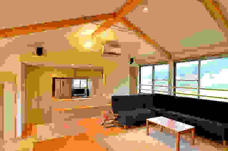 世羅の家 モダンデザインの リビング の 宮崎環境建築設計 モダン
