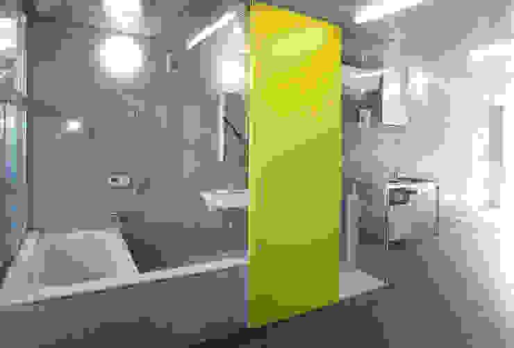 現代浴室設計點子、靈感&圖片 根據 ユミラ建築設計室 現代風