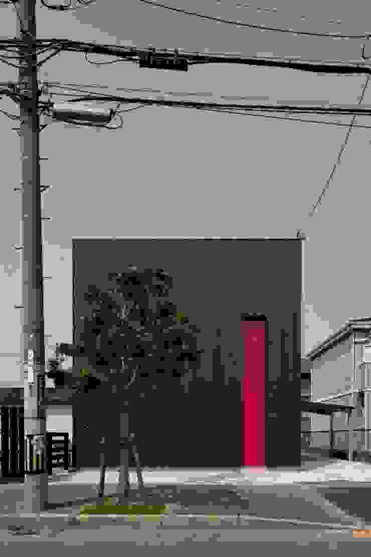 松原の黒い家 モダンな 家 の eu建築設計 モダン