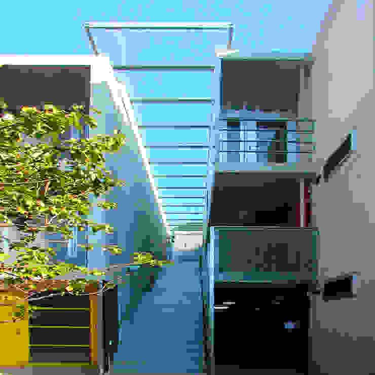 緑の環境と住宅 モダンな 家 の ユミラ建築設計室 モダン