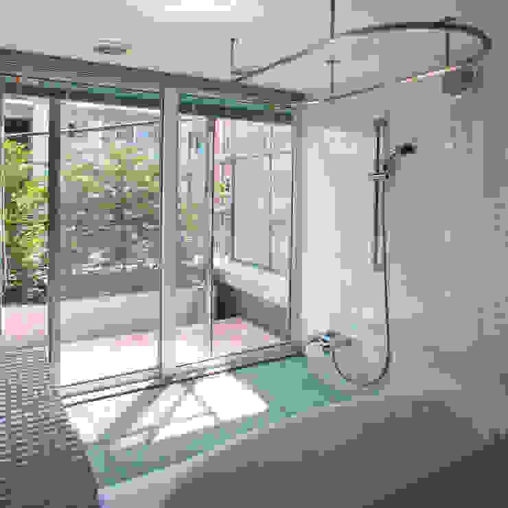 緑の環境と住宅 モダンスタイルの お風呂 の ユミラ建築設計室 モダン