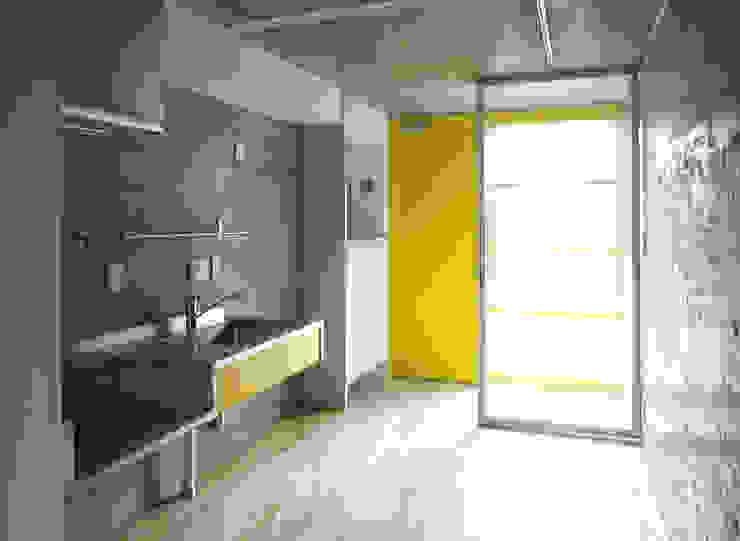 緑の環境と住宅 モダンな キッチン の ユミラ建築設計室 モダン
