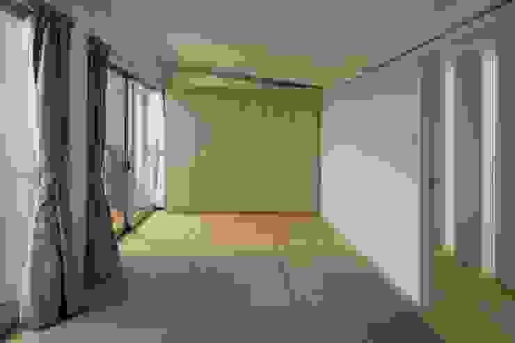 松原の黒い家 モダンスタイルの寝室 の eu建築設計 モダン