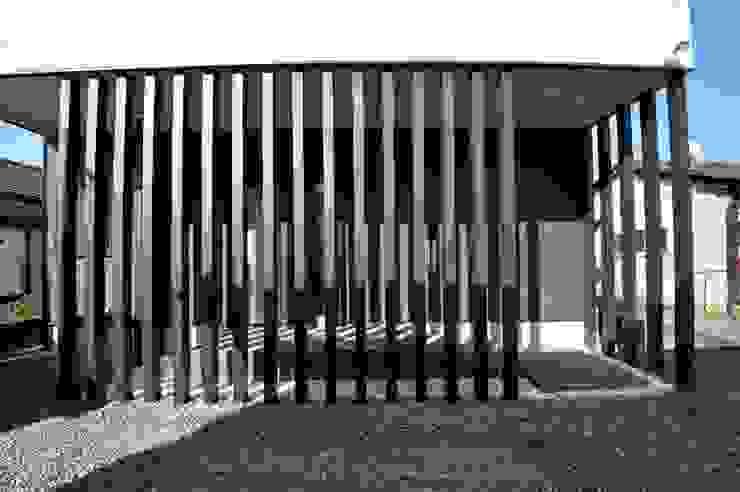 スクエア建築スタジオ Casas de estilo moderno