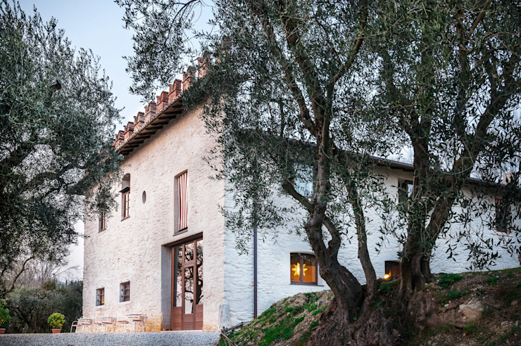 Country style house by Studio Athesis Country