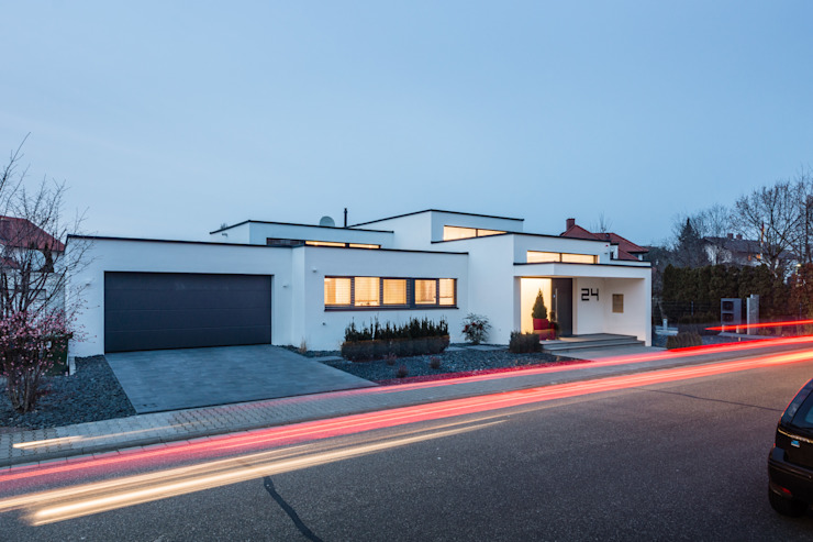 Cascade House - Single Family House in Bürstadt, Germany 모던스타일 주택 by Helwig Haus und Raum Planungs GmbH 모던