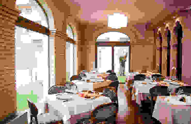 Salón reconvertido en restaurante Hoteles de estilo clásico de ARQUIGESTIÓN ARAGÓN S.L.P. Clásico