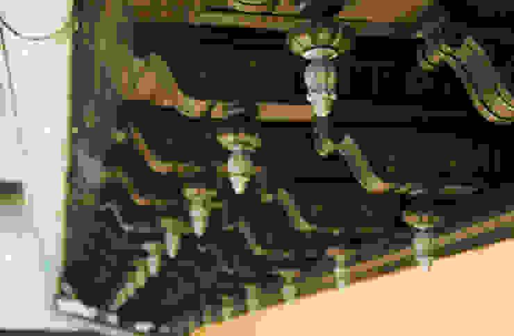 Artesonados de los aleros del tejado recuperados Hoteles de estilo clásico de ARQUIGESTIÓN ARAGÓN S.L.P. Clásico